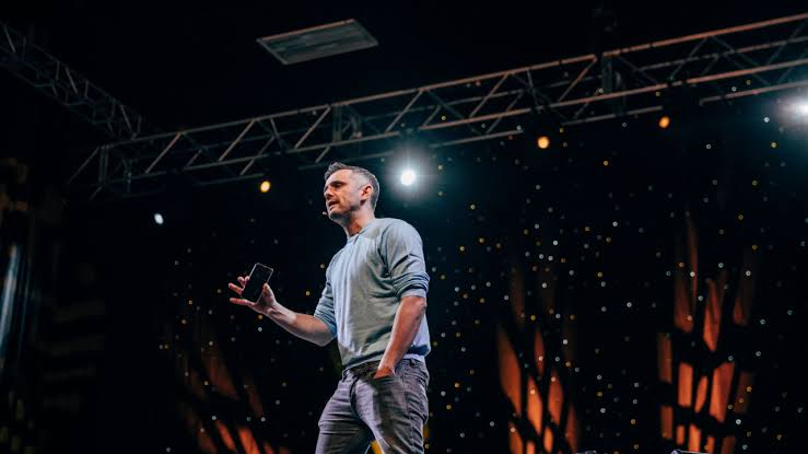 gary vaynerchuck with his hands in his pockets while public speaking