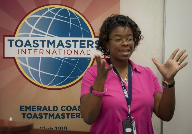 toastmasters for introverts to learn public speaking