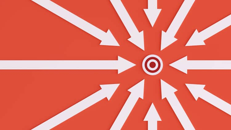 Arrows pointing to a target to the motive of asking rhetorical questions in public speaking.