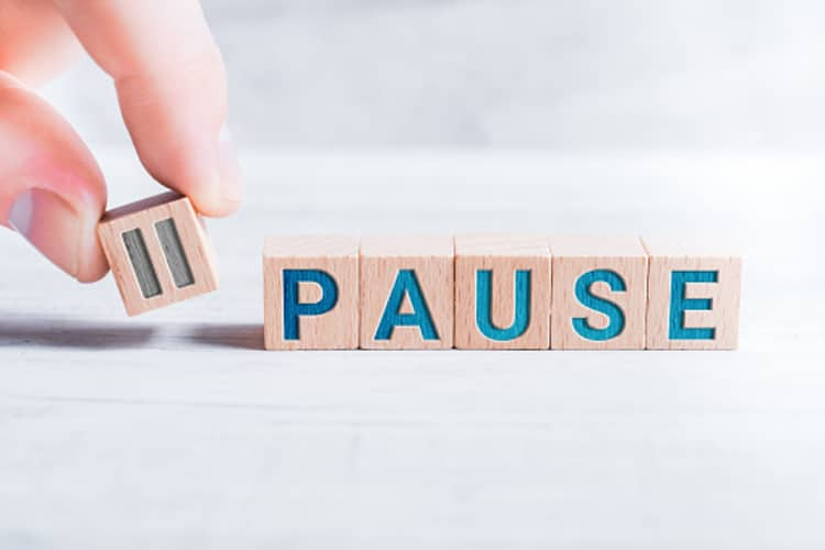Image showing the word and symbol pause to highlight the importance of pauses in public speaking